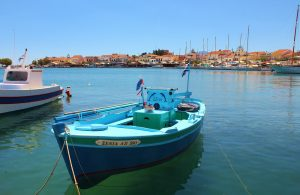 Pythagorion'a balıkçı teknesinde bakış